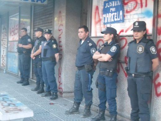 policia-en-la-clinica