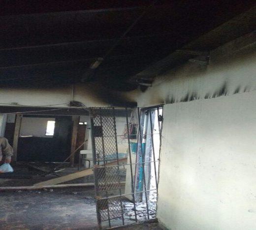 escuela incendiada