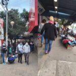 El Gobierno impidió abrir comercios pero en la puerta los vendedores ambulantes tuvieron su día